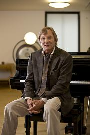 Hans-Helmut Decker-Voigt